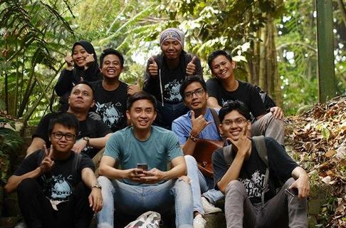 Karyawan-kantor-AQI-Jakarta-piknik-di-Kebun-Raya-Bogor